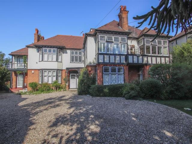 2 Bedroom Flat For Sale In Beach Court, Whitefriars Crescent, Westcliff On Sea On Boomin