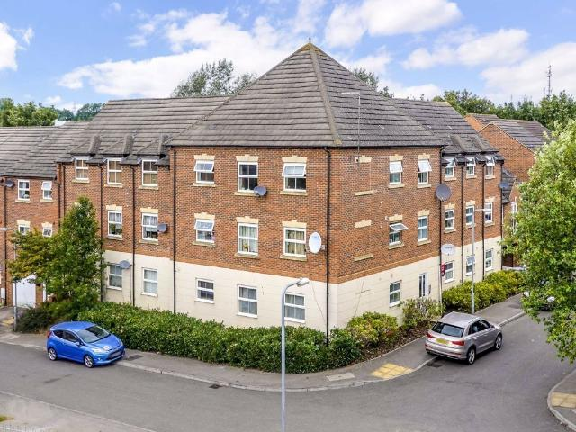 2 Bedroom Flat For Sale In Bellway Close, Kettering, Northamptonshire On Boomin