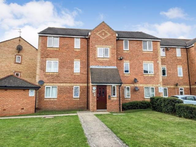 2 Bedroom Flat For Sale In Danbury Crescent, South Ockendon, Essex On Boomin