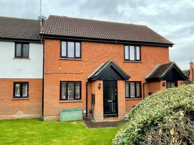 2 Bedroom Flat For Sale In Gilson Close, Chelmer Village, Chelmsford, Cm2 On Boomin