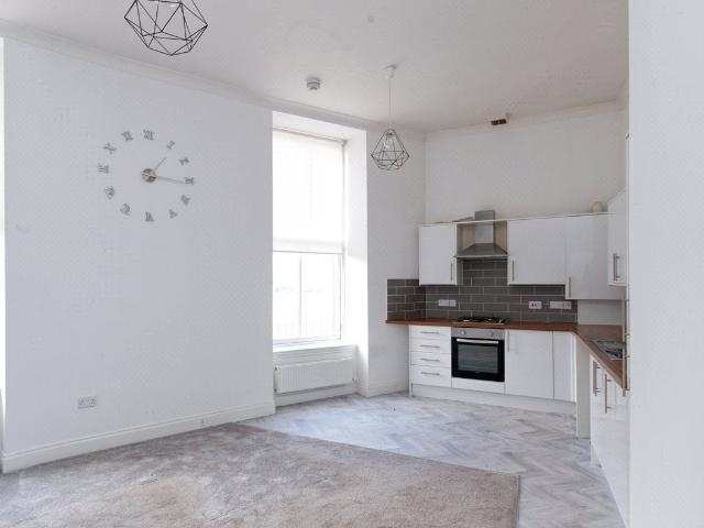 2 Bedroom Flat For Sale In Hallcraig Street, Airdrie, Ml6 On Boomin