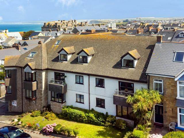 2 Bedroom Flat For Sale In Jenkins Court, Newquay, Cornwall On Boomin