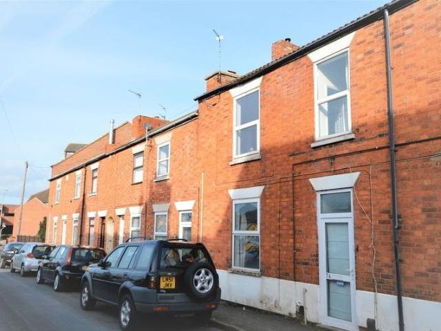 2 Bedroom Flat For Sale In Large Two Bedroom Property Great Buy To Let On Boomin