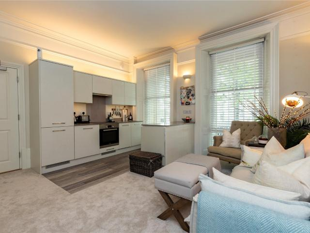 2 Bedroom Flat For Sale In London Road, Reading, Berkshire, Rg1 On Boomin