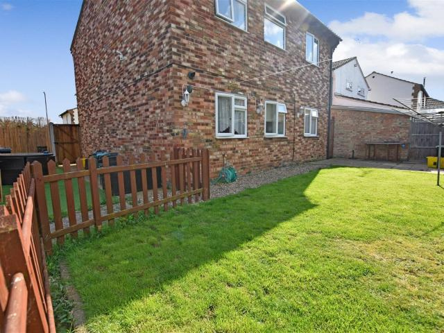 2 Bedroom Flat For Sale In Merlin Court, Canvey Island On Boomin