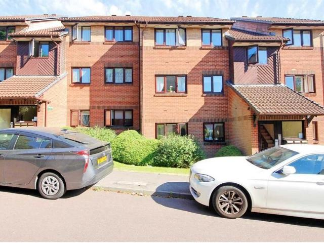 2 Bedroom Flat For Sale In Midfield Court, Botham Close, Edgware On Boomin