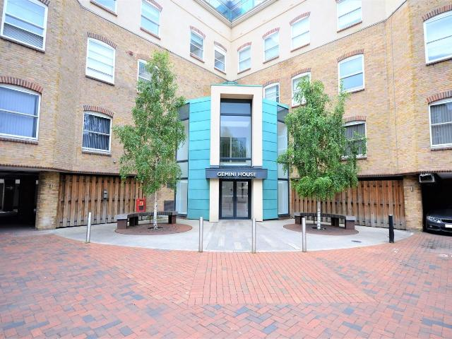 2 Bedroom Flat For Sale In New London Road, Chelmsford, Cm2 On Boomin