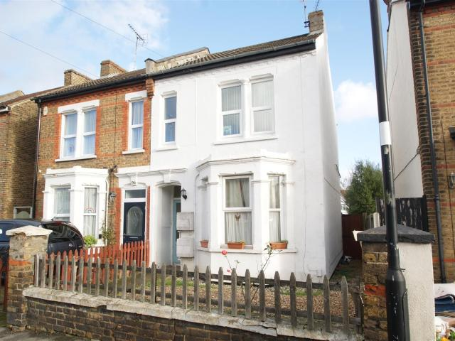 2 Bedroom Flat For Sale In North Road, Westcliff On Sea On Boomin