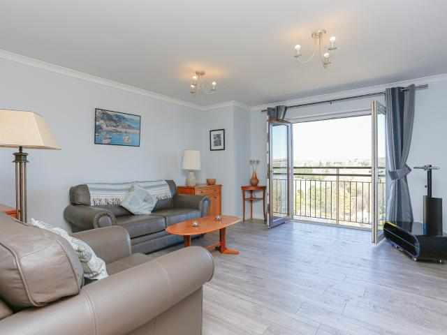 2 Bedroom Flat For Sale In St Ninians Way, Linlithgow, Eh49 On Boomin