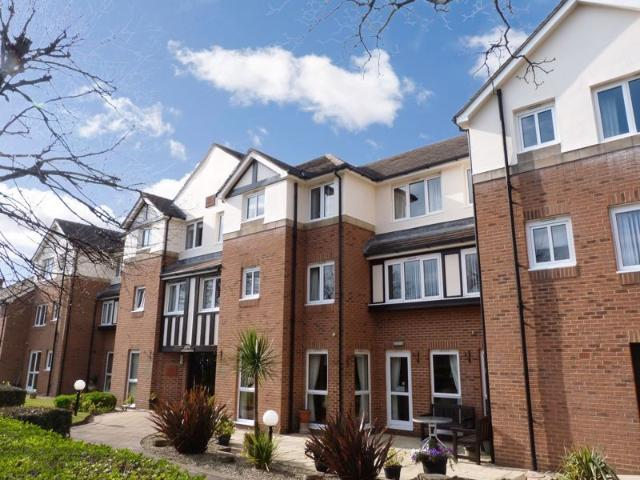 2 Bedroom Flat For Sale In Stirling Court, Southport, Pr9 7lf On Boomin