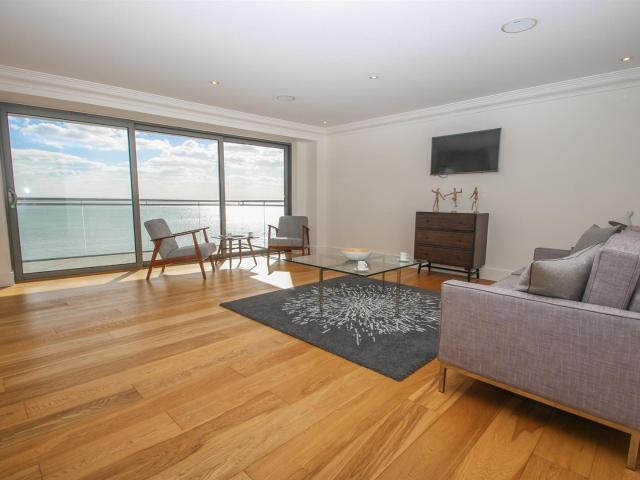 2 Bedroom Flat For Sale In E18 The Shore, The Leas, Chalkwell On Boomin