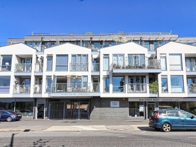 2 Bedroom Flat For Sale In The View, London Road, Westcliff On Sea, Essex On Boomin