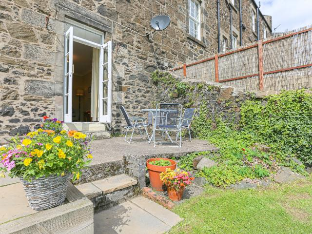 2 Bedroom Flat For Sale In Viewfield Place, Stirling, Fk8 On Boomin