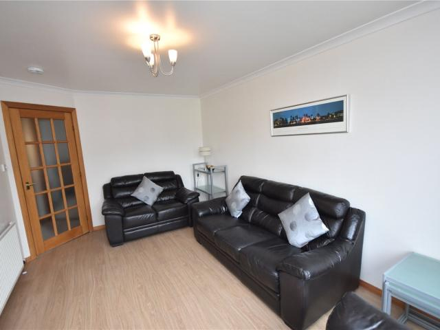 2 Bedroom Flat To Rent In Gairn Mews, City Centre, Aberdeen, Ab10 On Boomin