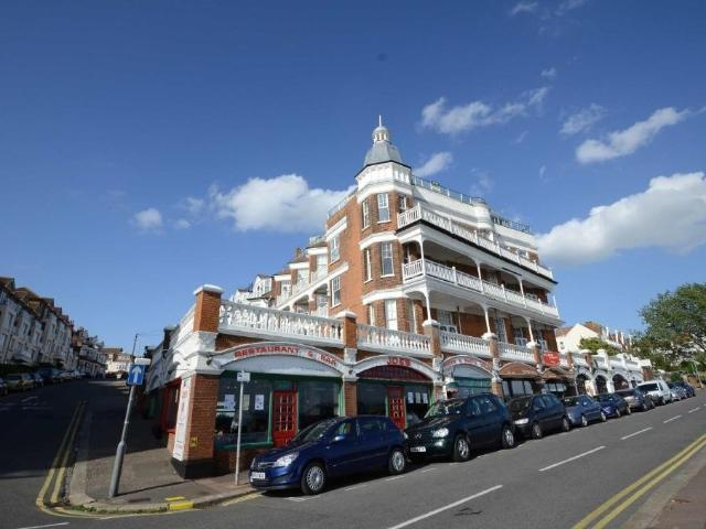 2 Bedroom Flat To Rent In Palmeira Avenue, Westcliff On Sea On Boomin