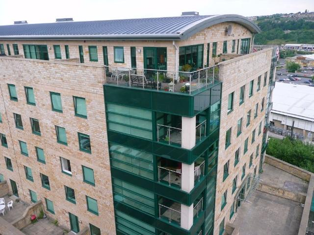 2 Bedroom Flat To Rent In Stonegate House, Stone Street, Bradford, West Yorkshire, Bd1 On ...