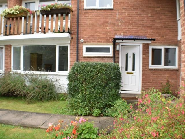 2 Bedroom Flat To Rent In Victoria Close, Stratford Upon Avon, Cv37 On Boomin
