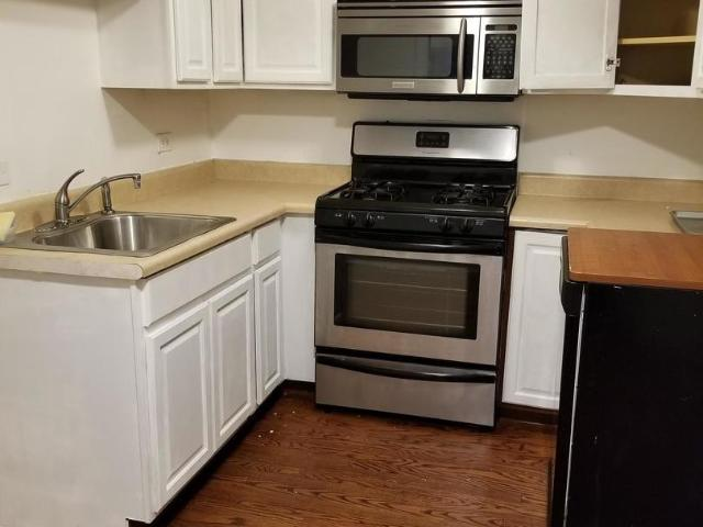 2 Bedroom Home For Rent At 665 665 W Roscoe Street Unit Gdn, Chicago, Il 60657 Lakeview