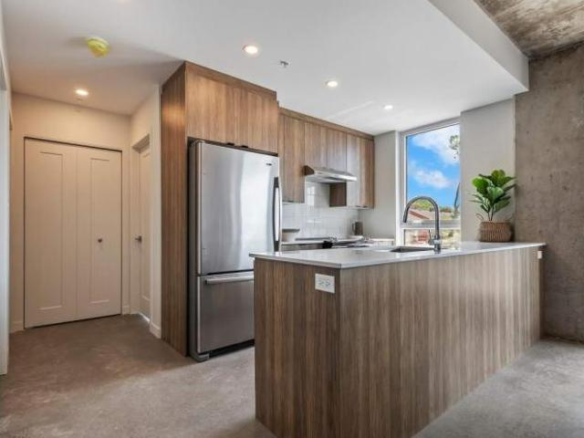 2 Bedroom, Montreal Qc H3r 3h5