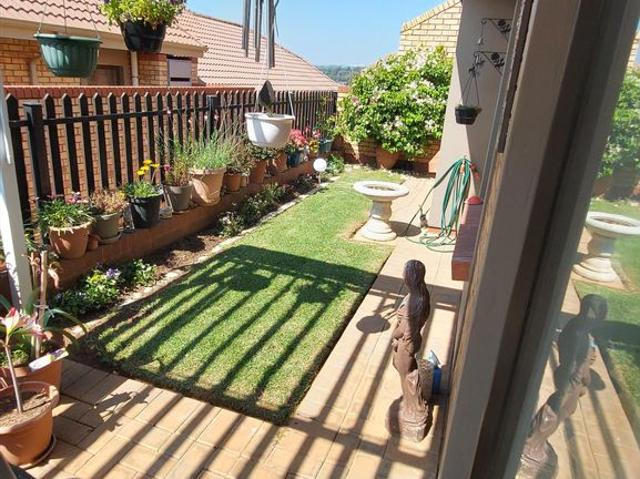2 Bedroom Simplex In Olivedale