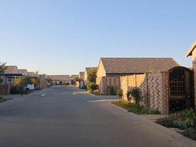 2 Bedroom Townhouse For Sale In Bloemfontein Central