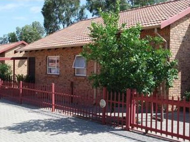 2 Bedroom Townhouse For Sale In Riversdale