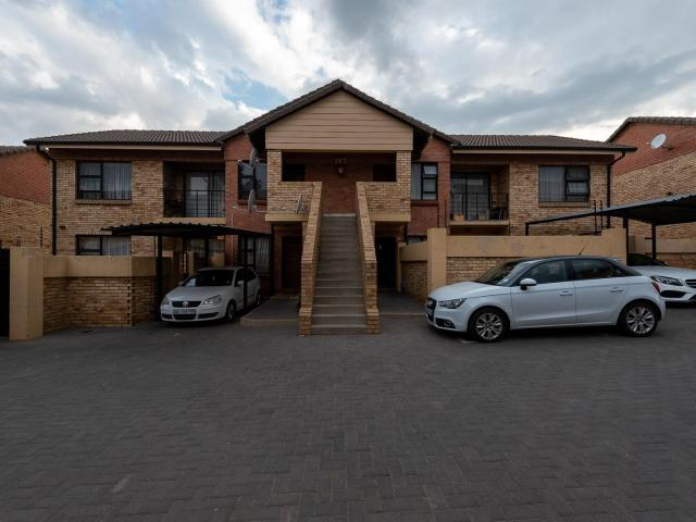 2 Bedroom Townhouse In Meyersdal