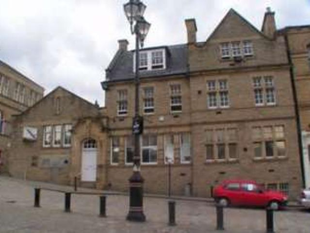 2 Bedrooms Flat For Rent In The Old Post Office, Market Square, Batley Wf17