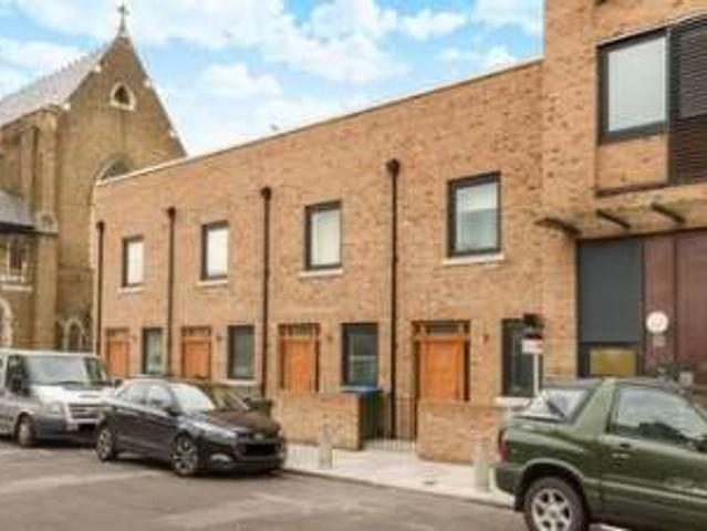 2 Bedrooms Town House For Rent In Pelton Road, London Se10