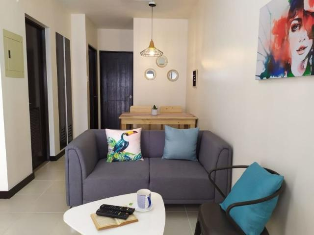 Along Main Road In Paranaque 2 Br Fully Furnished Condo ★very Accessible★