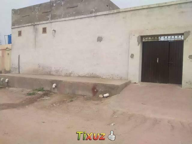 2 Room One Hall Ghr Both Acha Ha 1 Kitchen Char Dhavery Ladder Be