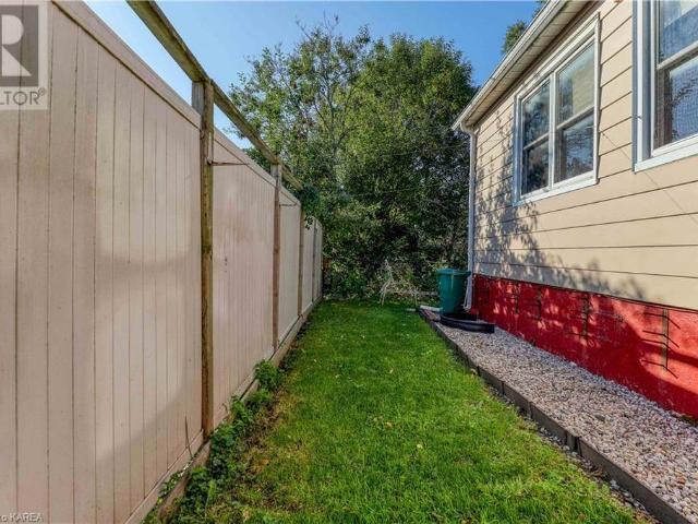 2a Carruthers Avenue, Kingston, Ontario, K7l1l8 — Point2 Canada