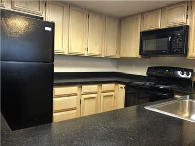 2br/2ba Apartment With Garage