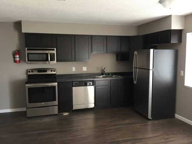 2br Or 3br Sublease Now Until July West U Of I Cus Free Parking 961 Miller Avenue 5 Iowa C...