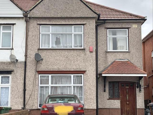 3/4 Bed Semi Detached House To Let In North Harrow
