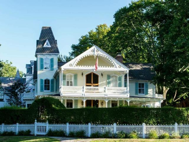 37 Grand Avenue, Shelter Island Heights