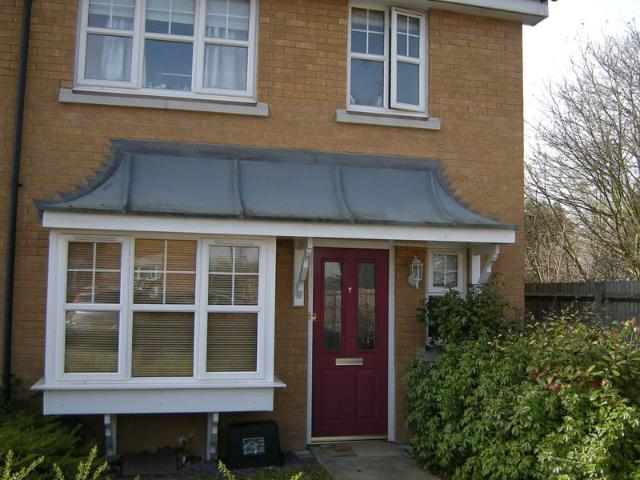 3 Bed End Terrace House To Rent In Heathside Close, Ilford Ig2 Zoopla