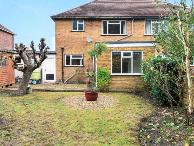 3 Bed Semi Detached House To Rent In Applegarth Avenue, Guildford Gu2 Zoopla