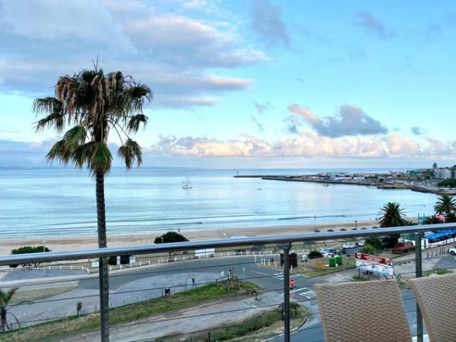 3 Bedroom Apartment / Flat For Sale In Santos Bay