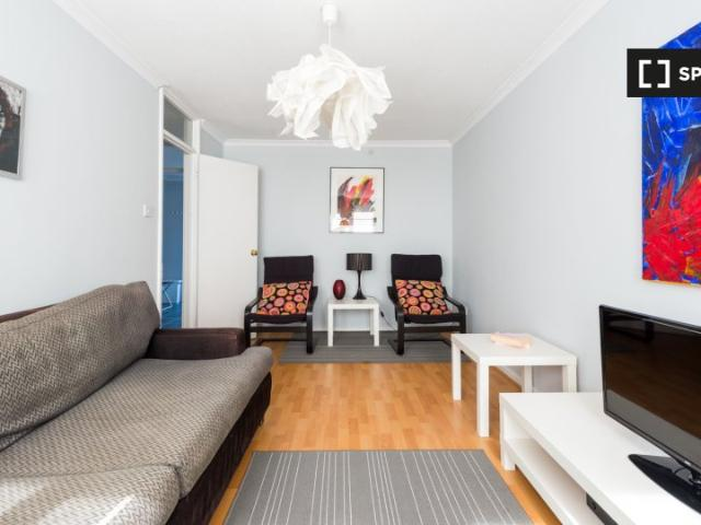 3 Bedroom Apartment For Rent In West Hampstead, London