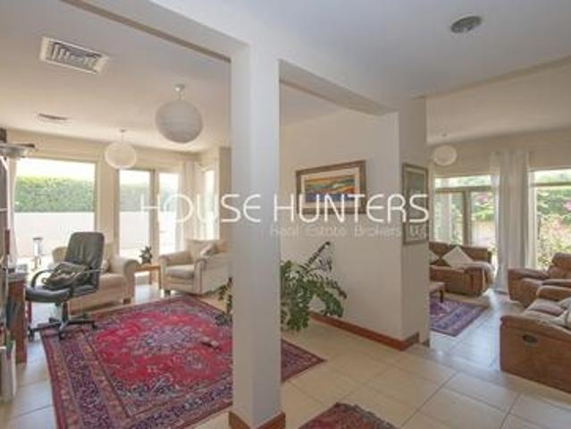 3 Bedroom bright And Spacious Family Home savannah