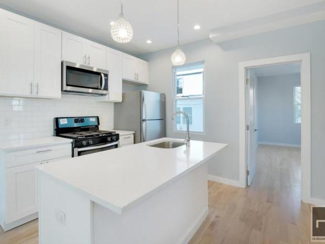 3 Bedroom Detached House Queens Ny For Sale At 1315000