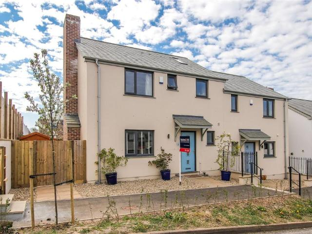 3 Bedroom End Of Terrace House For Sale