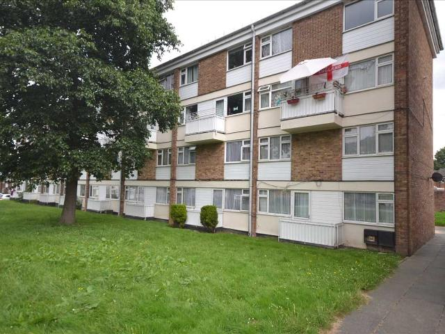 3 Bedroom Flat For Sale In Bramwoods Road, Chelmsford On Boomin