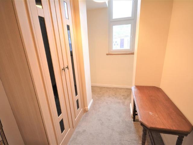 3 Bedroom Flat For Sale In Market Place, Bishop Auckland, Dl14 7nj On Boomin