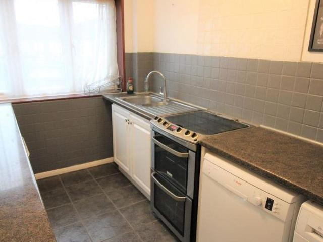 3 Bedroom Flat To Let In Mendip Close Harlington Hayes For £1,300 Per Month
