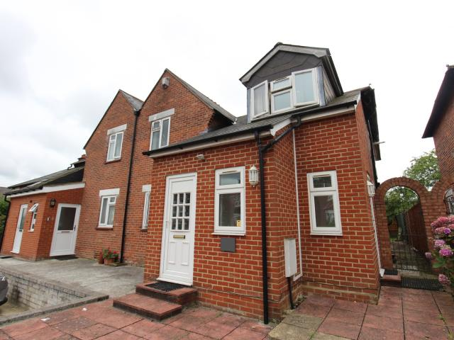 3 Bedroom Flat To Rent In Mayfield Road On Boomin
