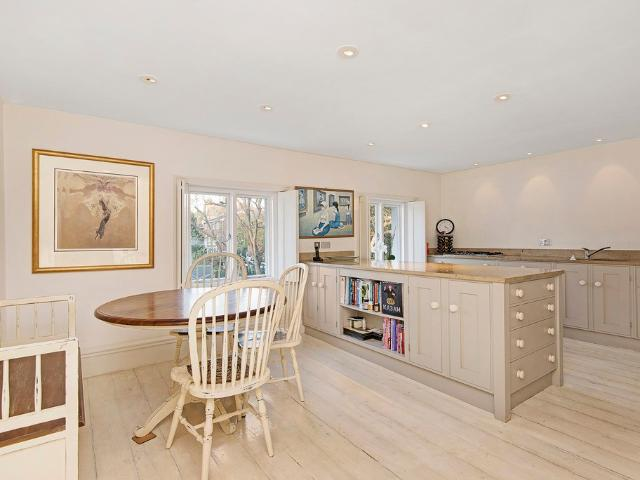 3 Bedroom Flat To Rent In Southdown House, Sw20 On Boomin