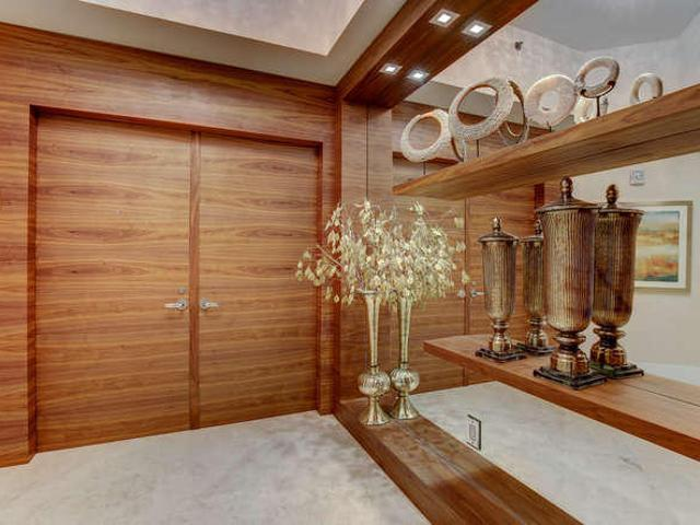 3 Bedroom Luxury Flat For Sale In Hollywood, United States