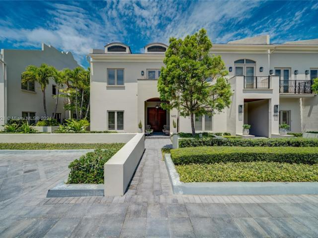 3 Bedroom Luxury Townhouse For Sale In Miami, Florida